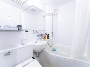 A bathroom at APA Hotel Kanda-Eki Higashi