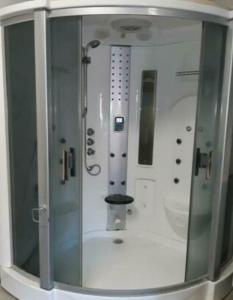 Een badkamer bij Naturisten Wellness B&B de Buizerd