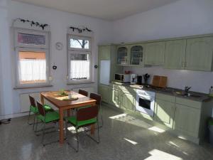 مطبخ أو مطبخ صغير في Ferienwohnungen am Weinberg Bad Sulza