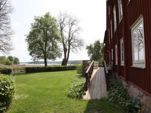 En trädgård utanför Gripsholms BnB