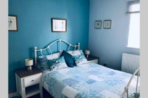 A bed or beds in a room at Stones Throw Apartment