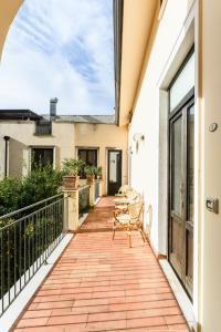 A balcony or terrace at Cas'E Charming House Family