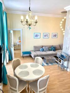 A seating area at Apartamenty Kocham Morze