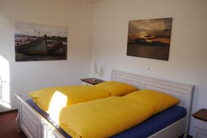 A bed or beds in a room at Cafe Hotel Aroma Mosel