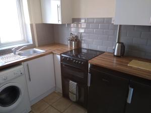 A kitchen or kitchenette at Contractors Flat
