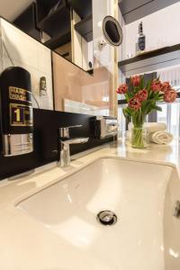 A bathroom at 24Seven Hotel Schwabach