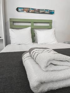 A bed or beds in a room at Little Place Nazaré