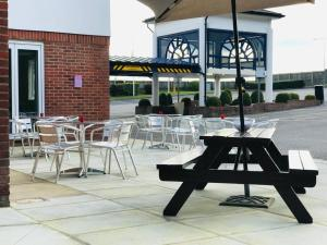 A restaurant or other place to eat at Holiday Inn Express Canterbury, an IHG Hotel