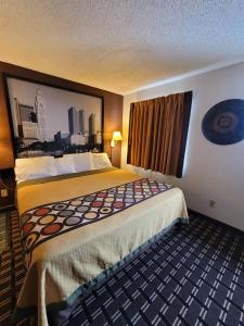 A bed or beds in a room at Super 8 by Wyndham Newcomerstown