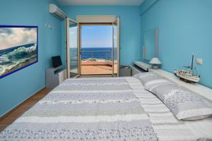 A bed or beds in a room at Villa Blue Dream