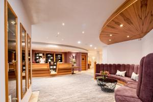 The lobby or reception area at Hotel EDELWEISS Berchtesgaden Superior
