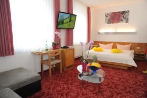 Ein Bett oder Betten in einem Zimmer der Unterkunft Hotel Goldner Anker