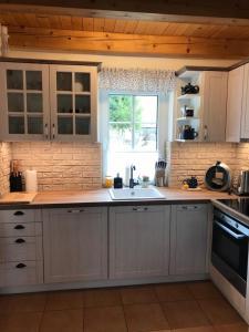 Kuchyň nebo kuchyňský kout v ubytování CHALUPA NA VYHLÍDCE