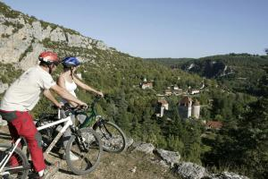Biking at or in the surroundings of Hôtel Le Quatorze