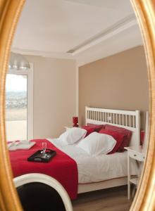 Ένα ή περισσότερα κρεβάτια σε δωμάτιο στο Kiotari Beach Villas - Luxury Retreat