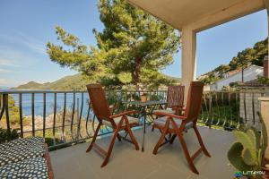 A balcony or terrace at Mljet 4 You - seafront apartment