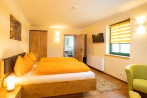 Ein Bett oder Betten in einem Zimmer der Unterkunft Pension Kräutermühlenhof Burg