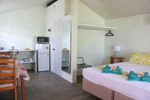 A bed or beds in a room at Ranginuis Retreat