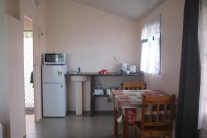 A kitchen or kitchenette at Ranginuis Retreat