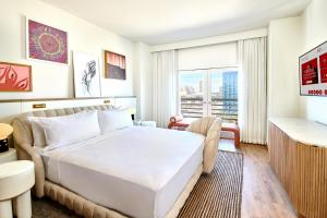 A bed or beds in a room at Virgin Hotels Las Vegas, Curio Collection by Hilton