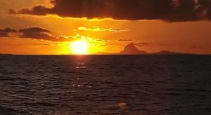 O pôr ou nascer do sol visto da hospedagem domiciliar ou dos arredores