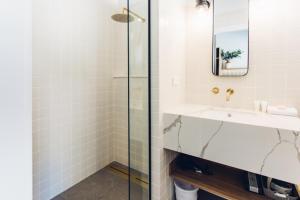 A bathroom at The Lodge Bellingen