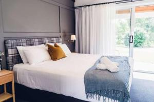 A bed or beds in a room at The Lodge Bellingen