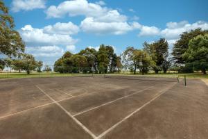 Tennis and/or squash facilities at Club Wyndham Ballarat or nearby