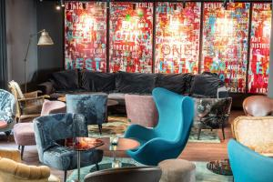 A seating area at Motel One Berlin Mitte