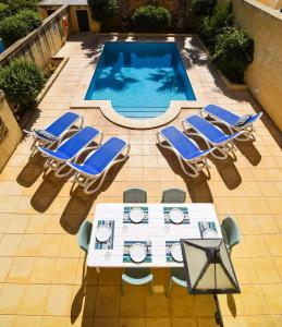 A view of the pool at Gozo Escape or nearby