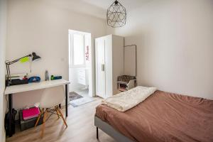 A bed or beds in a room at Large apartment 15min from the BEACHES