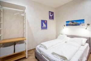 A bed or beds in a room at Studio in the heart of Marseille - Vieux Port