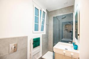 A bathroom at Studio in the heart of Marseille - Vieux Port