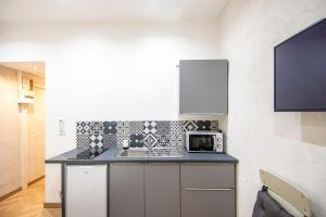 A kitchen or kitchenette at Studio in the heart of Marseille - Vieux Port