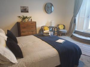 A bed or beds in a room at Beachcomber B&B