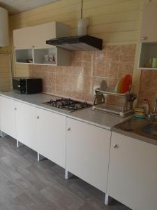 A kitchen or kitchenette at Южный дворик