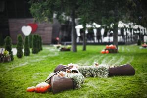 A garden outside MONA Boutique Hotel Sheremetyevo