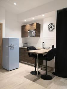 A kitchen or kitchenette at Le Studio du Vieux Port