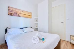 A bed or beds in a room at T3 climatisé, balcon, entre Gare St-Charles & La Joliette