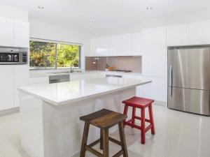 A kitchen or kitchenette at Retreat on Manning- Kiama