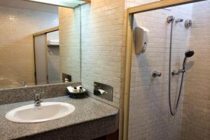 A bathroom at Sirin Hotel Hua Hin