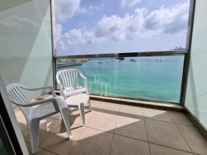 A balcony or terrace at Water's Edge Hotel