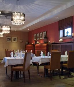 A restaurant or other place to eat at Hotel BELASSI