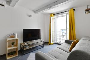 A television and/or entertainment centre at Charming flat overlooking the Place de Lenche in Marseille - Welkeys