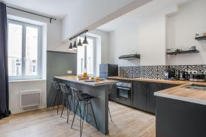 A kitchen or kitchenette at Charming flat in the Opera district in Marseille - Welkeys
