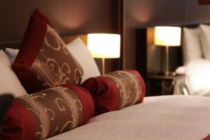 A bed or beds in a room at Kizashi The Suite