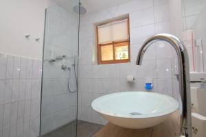 Ein Badezimmer in der Unterkunft Alpinhotel Berchtesgaden