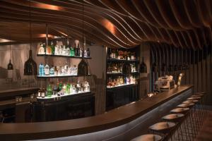 The lounge or bar area at Motel One Hamburg-Alster