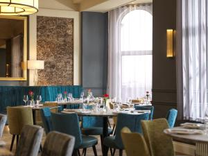 A restaurant or other place to eat at Clifton Arms Hotel