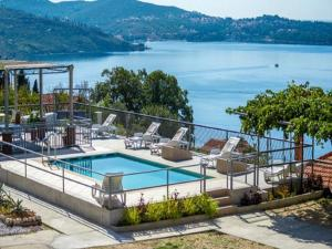 A view of the pool at Apartments Klis or nearby